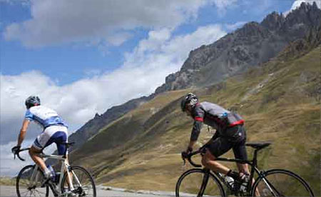 Tackling the hard slopes of the Col du Galibier