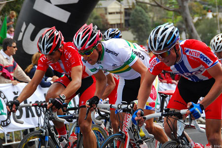 2010 UCI World Championships Melbourne: Out of the saddles, over the crest