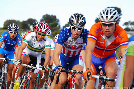 2010 UCI World Championships Melbourne: The peloton bearing down on the finish